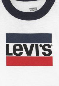 Levi's® - SLOUCHY SET - Teplákové kalhoty - white - 4