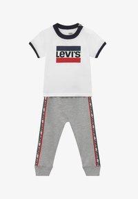 Levi's® - SLOUCHY SET - Teplákové kalhoty - white - 3