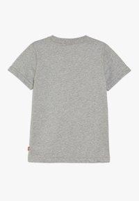 Levi's® - EAGLE STREAK TEE - T-shirt imprimé - grey heather - 1