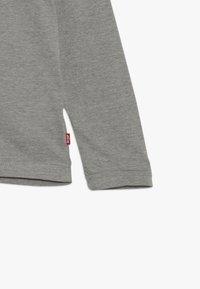Levi's® - SPLIT TEE - Langærmede T-shirts - grey heather - 3