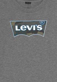 Levi's® - GRAPHIC TEE - T-shirt imprimé - dark grey heather - 3