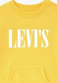 Levi's® - CROSSOVER - Mikina - mimosa - 3