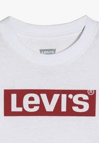 Levi's® - BOX TAB TEE - Pitkähihainen paita - white - 4