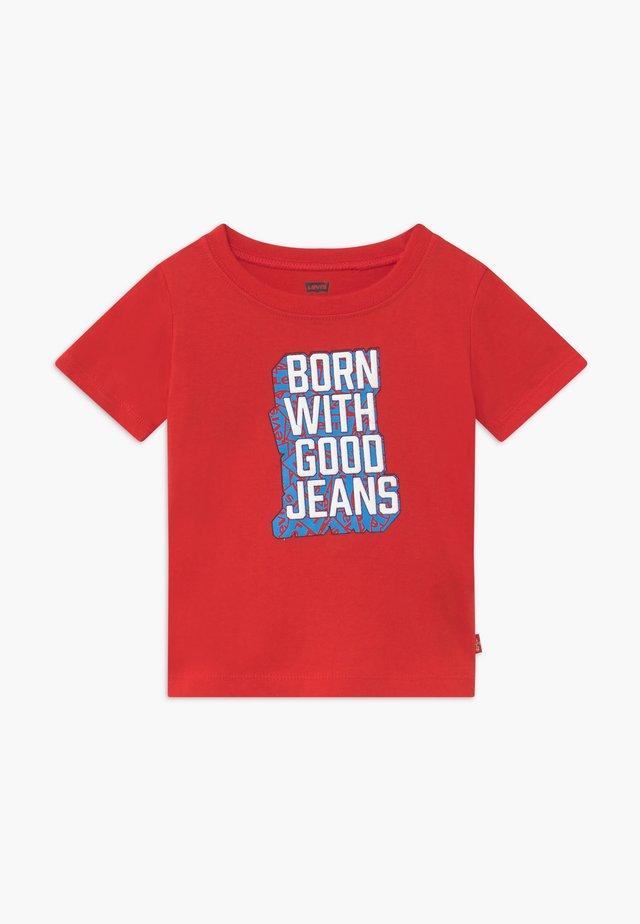 GRAPHIC TEE - Camiseta estampada - super red