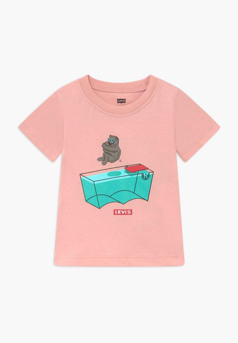 Levi's® - GRAPHIC TEE - Print T-shirt - light pink