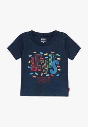 GRAPHIC TEE - T-shirt print - dress blues