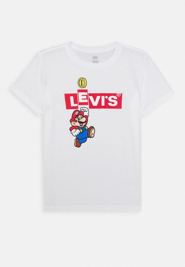 LEVIS MARIO BOX TAB TEE - T-shirt print - white