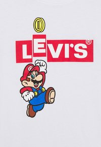Levi's® - LEVIS MARIO BOX TAB TEE - Triko spotiskem - white - 2