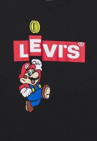 Levi's® - MARIO BOX TAB TEE - Long sleeved top - black - 2