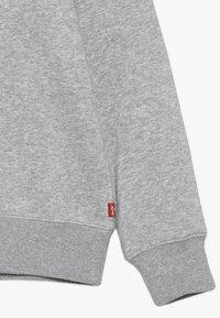 Levi's® - BATWING CREWNECK - Sweater - grey heather - 2