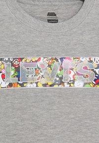 Levi's® - POWER UP CREWNECK  - Mikina - grey heather - 2
