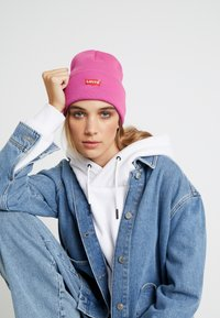 Levi's® - BATWING EMBROIDERED SLOUCHY BEANIE - Čepice - pink - 1