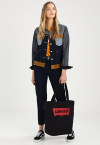 Levi's® - BATWING TOTE - Tote bag - regular black - 1