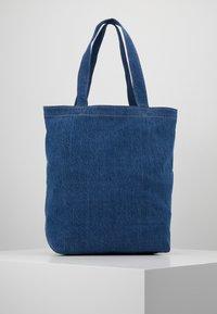 Levi's® - HELLO BACK POCKET TOTE - Velká kabelka - blue denim - 2