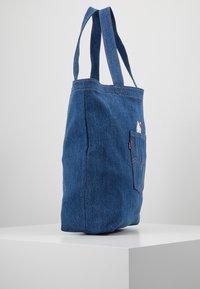 Levi's® - HELLO BACK POCKET TOTE - Velká kabelka - blue denim - 3