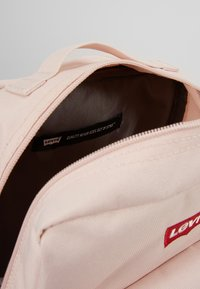 Levi's® - THE LEVI'S® L PACK BABY - 600D - Reppu - light pink - 4
