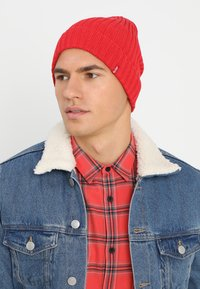 Levi's® - RIBBED BEANIE - Beanie - brilliant red - 1