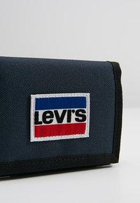 Levi's® - SPORTSWEAR PATCH TRIFOLD - Portfel - dark blue - 2