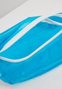 Levi's® - BANANA SLING CLEAR COLOR - Rumpetaske - regular blue - 4