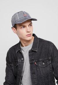 Levi's® - PLAID HAT - Kšiltovka - dark grey - 1