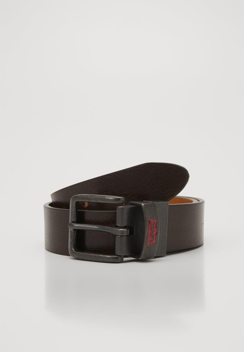 Levi's® - BATWING BUCKLE BELT - Pásek - dark brown