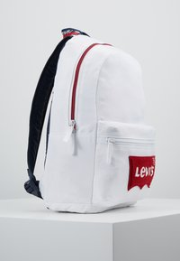 Levi's® - MULTI ZIP BATWING BACKPACK - Rucksack - white - 4