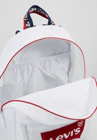 Levi's® - MULTI ZIP BATWING BACKPACK - Rucksack - white - 5