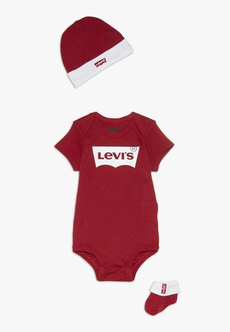 Levi's® - CLASSIC BATWING INFANT BABY SET - Geboortegeschenk - red