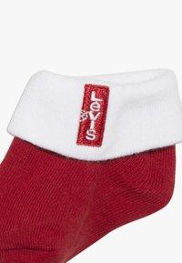 Levi's® - CLASSIC BATWING INFANT BABY SET - Geboortegeschenk - red - 5