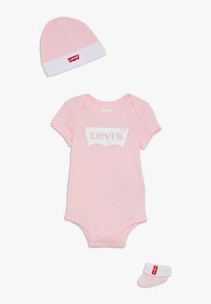 CLASSIC BATWING INFANT BABY SET - Cadeau de naissance - fairy tale