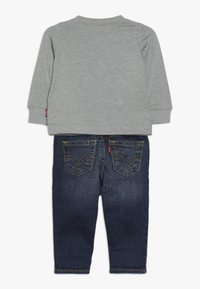 Levi's® - TEE PANT SET - Džíny Slim Fit - grey heather - 1