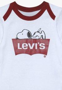 Levi's® - SNOOPY BABY SET - Body - white - 4