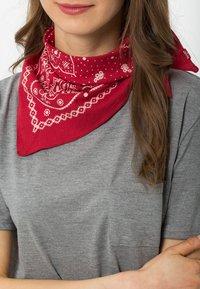 Levi's® - PAISLEY BANDANA - Foulard - regular red - 1