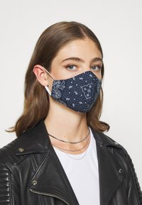 Levi's® - REUSABLE BANDANA FACE COVERING 3 PACK - Masque en tissu - blue/black/red - 1