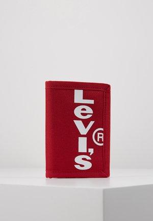 OVERSIZED RED TAB TRIFOLD - Portafoglio - brilliant red