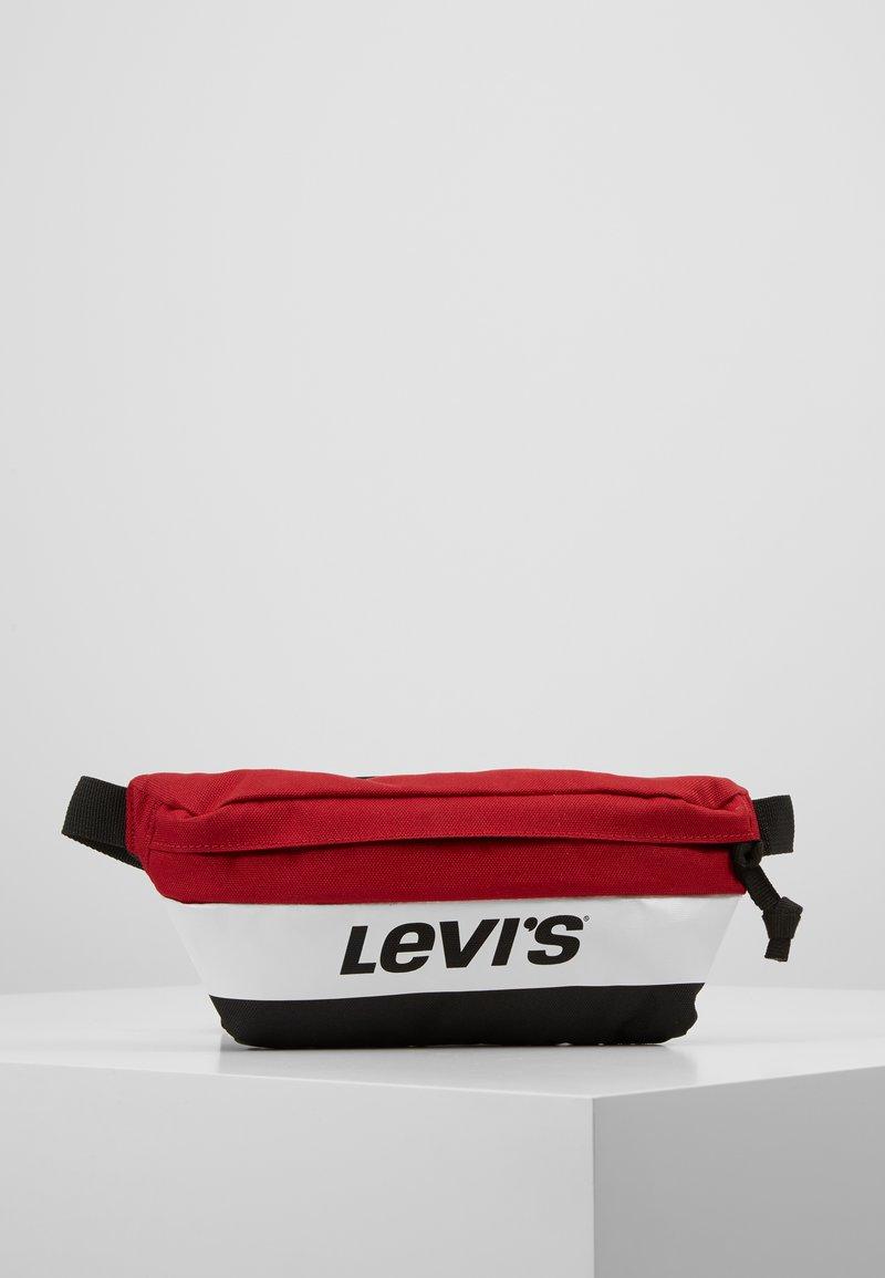 Levi's® - BANANA SLING - Gürteltasche - brilliant red