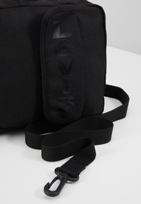 Levi's® - SERIES CROSS BODY - Bandolera - regular black - 7