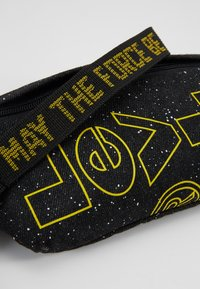 Levi's® - STAR WARS PRINT SLING - Borsa a tracolla - regular black - 7
