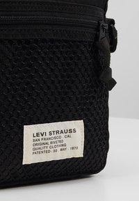Levi's® - SERIES X-BODY - Torba na ramię - regular black - 2