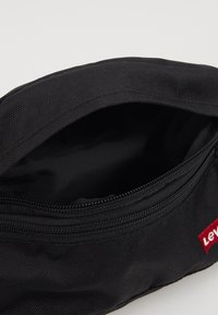 Levi's® - STANDARD BANANA SLING BATWING - Bum bag - regular black - 5