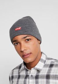 Levi's® - BATWING EMBROIDERED SLOUCHY BEANIE - Lue - regular grey - 1