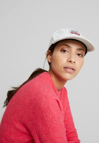 Levi's® - PEANUTS LEVI'S® FLEXFIT HAT - Casquette - light blue - 4