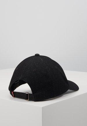 MID BATWING ICED - Lippalakki - regular black
