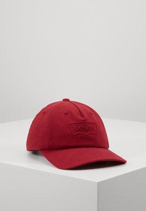 BIG BATWING DEBOSS FLEXFIT - Cap - dull red