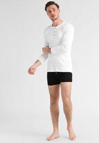Levi's® - LEVIS 300LS LONG SLEEVE HENLEY - Camiseta de pijama - white - 1