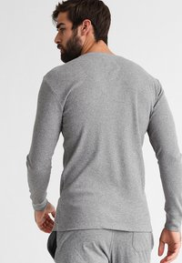 Levi's® - LEVIS 300LS LONG SLEEVE HENLEY - Koszulka do spania - middle grey melange - 2