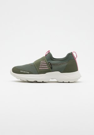 RUSH - Nazouvací boty - grün/rosa