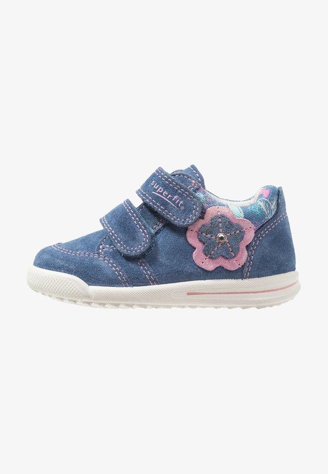 AVRILE MINI - Baby shoes - blau/rosa