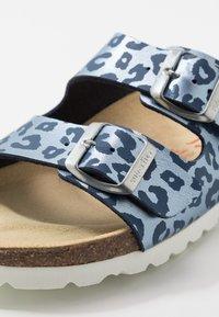 Superfit - FUSSBETTPANTOFFEL - Domácí obuv - blau - 2