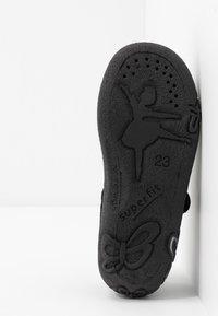 Superfit - BELINDA - Domácí obuv - schwarz - 5